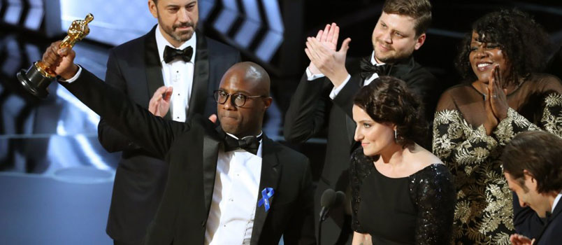 Oscar 2017, clamorosa gaffe vince La La Land ma la busta è sbagliata: miglior film Moonlight