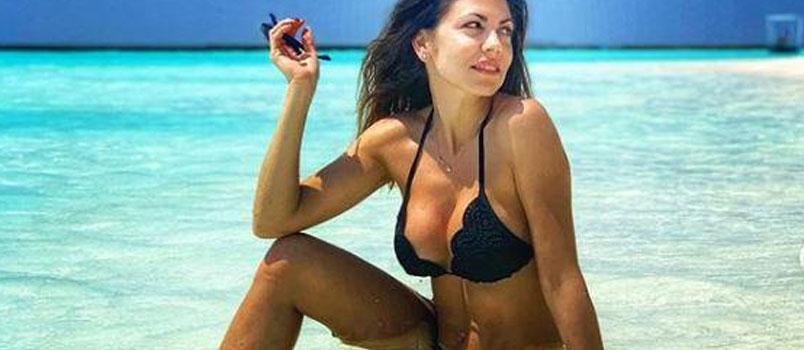 Flora Canto: bikini esplosivo alle Maldive