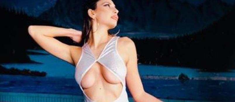 Sarah Altobello a bordo piscina è una vera bomba sexy