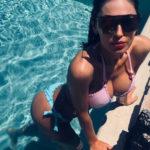 Anna Tatangelo in bikini esplosivo