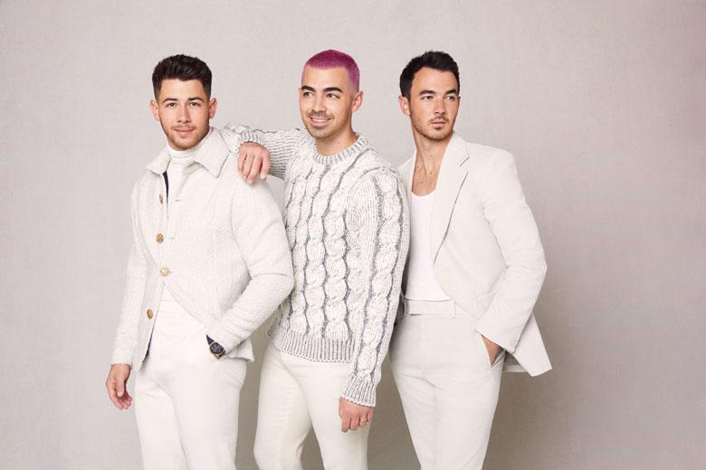 "Jonas Brothers pubblicano ""I Need You Christmas"""